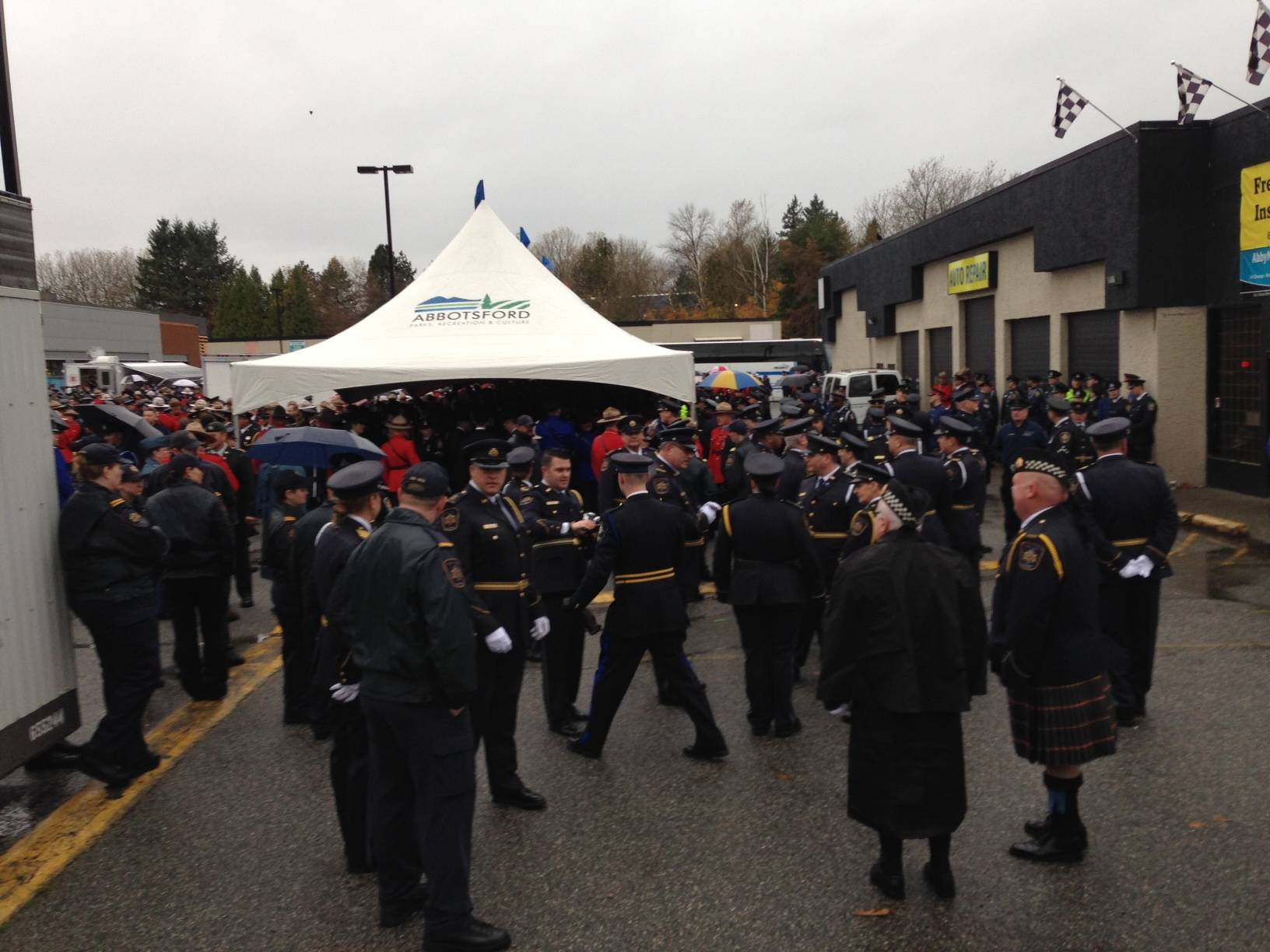 WATCH: Thousands gathering in Abbotsford for Const. John Davidson funeral procession