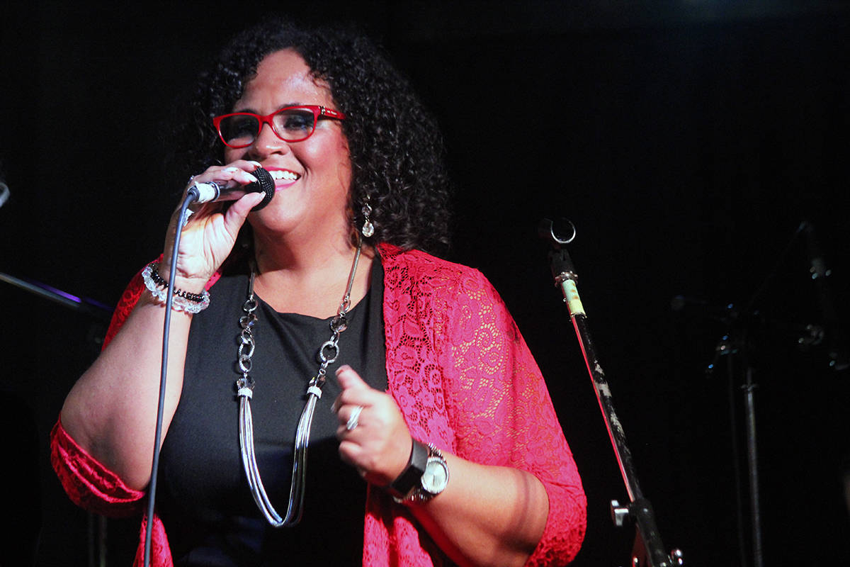 Maureen Washington sings her heart out at the Sunday Pat's House of Jazz show in Crofton. (Photo by Don Bodger)