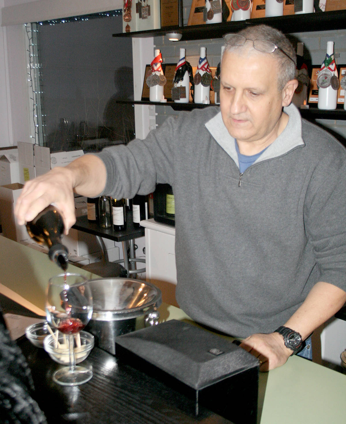 Roie Manoff of Silkscarf Winery pours a wine sample during a tasting. The winery's 2016 Cabernet Sauvignon has won gold at a recent competition in France. (Summerland Review file photo)