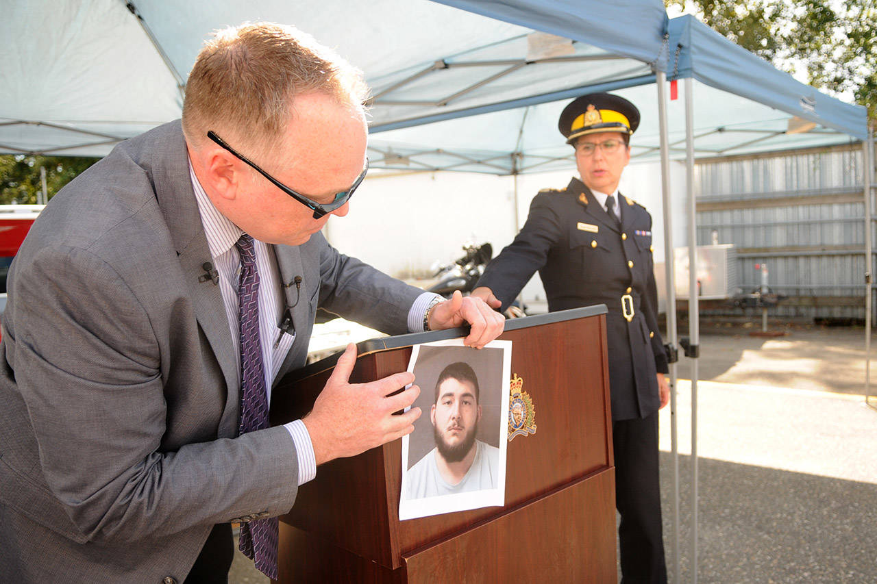 Sgt. Darren Stevely holds up a photo of 21-year-old Antonio Dillan Nolasco-Padia during a press conference in 2017. (Jenna Hauck/ The Progress file)