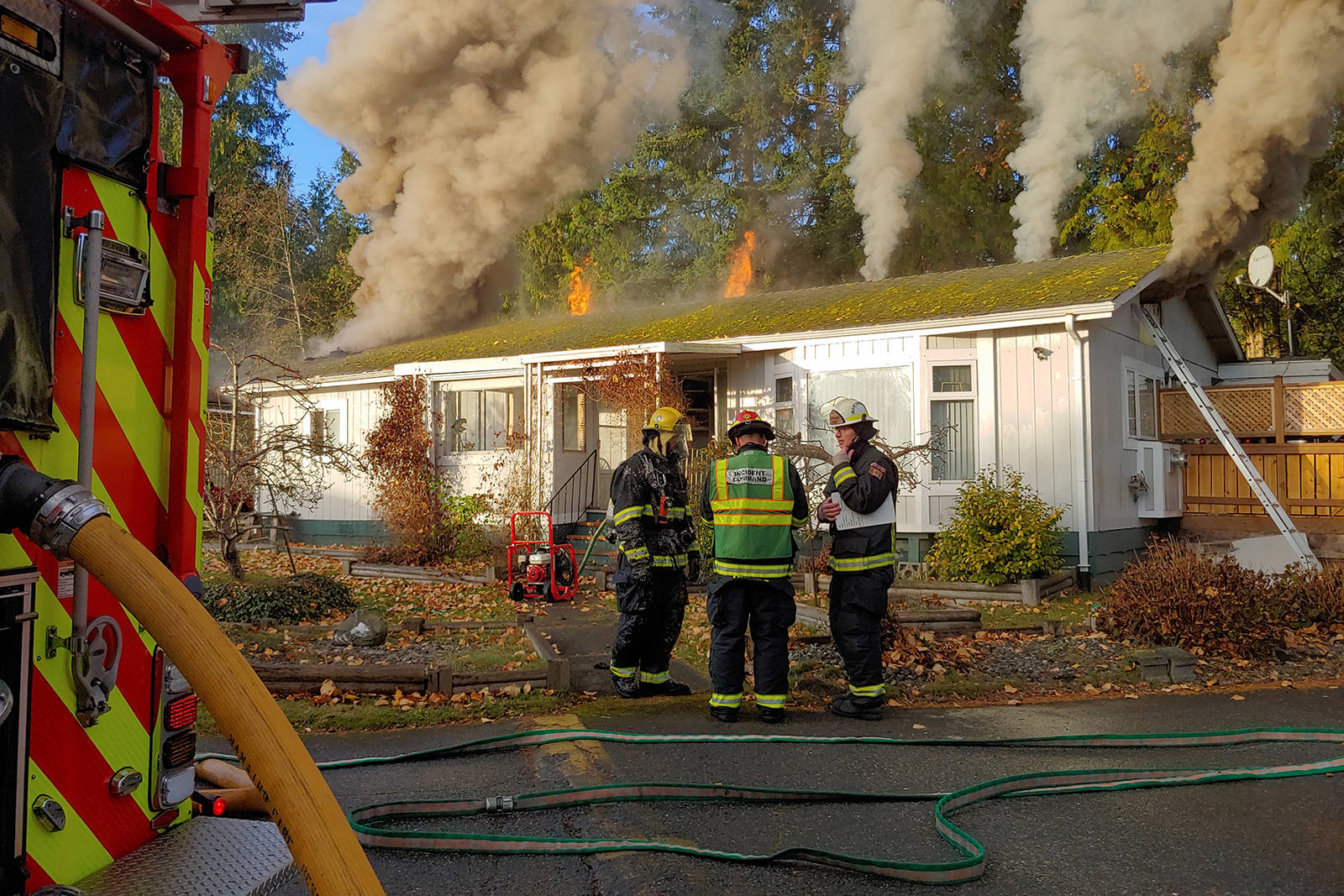 Nanaimo Fire Rescue battled a blaze at Brooksdale Mobile Home Park on Twelfth Street in Nanaimo the morning of Nov. 1. (CHRIS BUSH/News Bulletin)