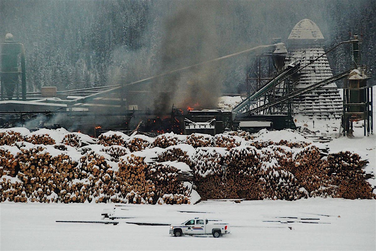 Police at explosion and fire that killed two workers at Babine Forest Products sawmill, Burns Lake B.C., Jan. 20, 2012. (Laura Blackwell/Lakes District News)