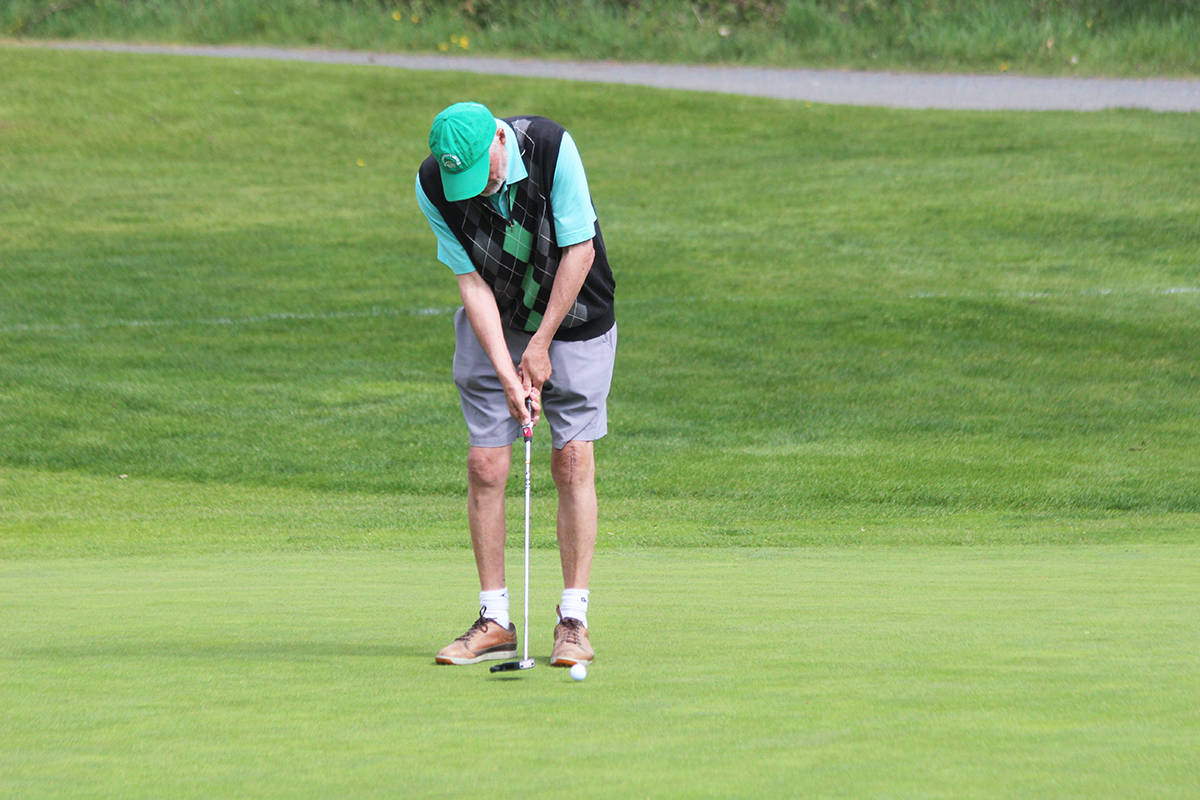 Tony Smith of Chemainus putts like a pro. (Photo by Don Bodger)