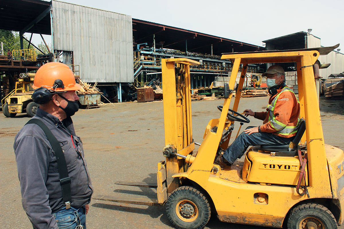 Paul Beltgens makes the rounds on the Jemico Enterprises sawmill yard. (Photo by Don Bodger)