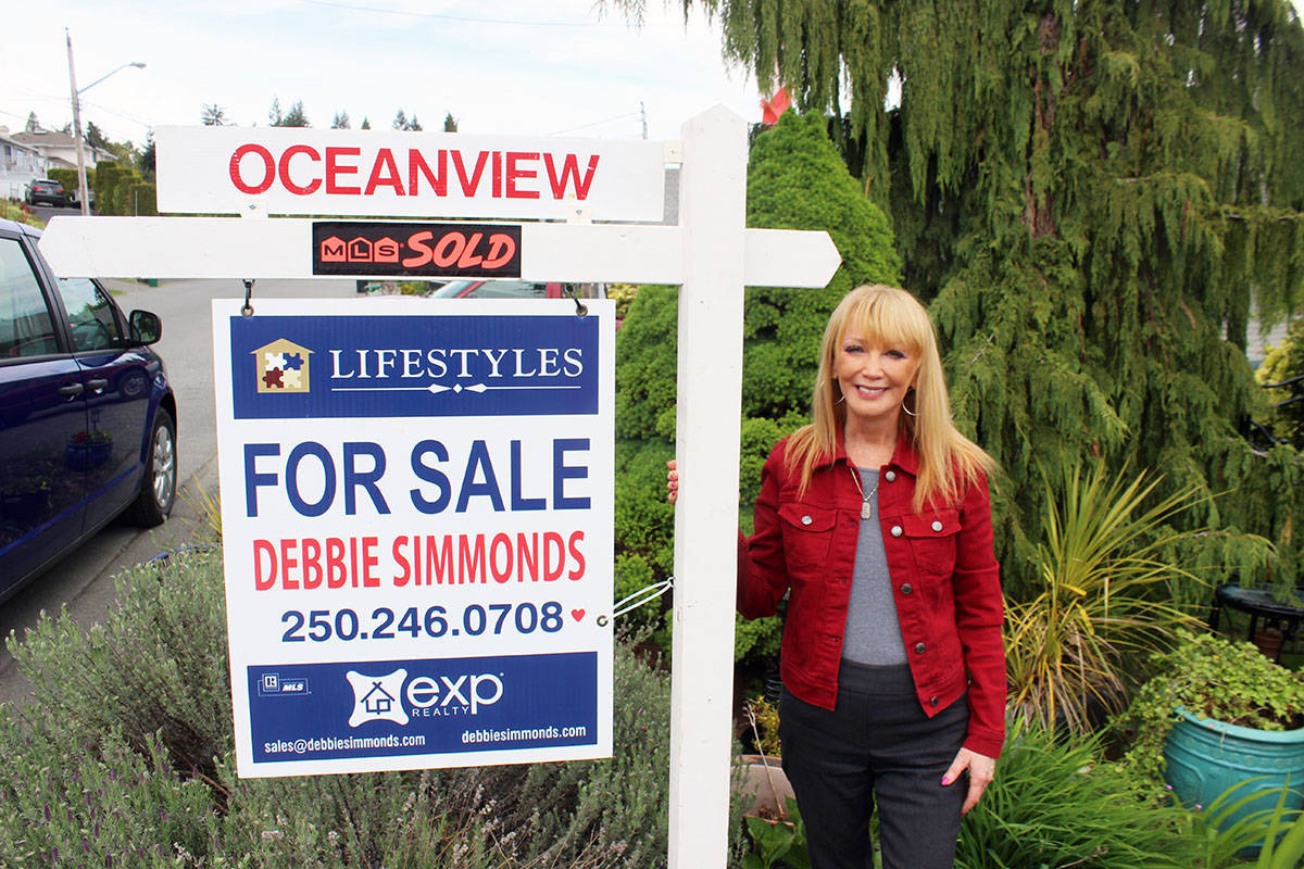 Sign of the times. This property on View Street in Chemainus that exp Realty's Debbie Simmonds had listed at $599,000 sold for $650,000. (Photo by Don Bodger)
