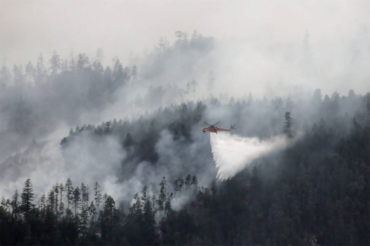 A B.C. Wildfire Service helicopter attacks the Mt. Hayes wildfire near Ladysmith. (Photo submitted)
